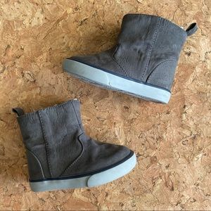 Toddler baby girl size 5 Gray soft winter boots